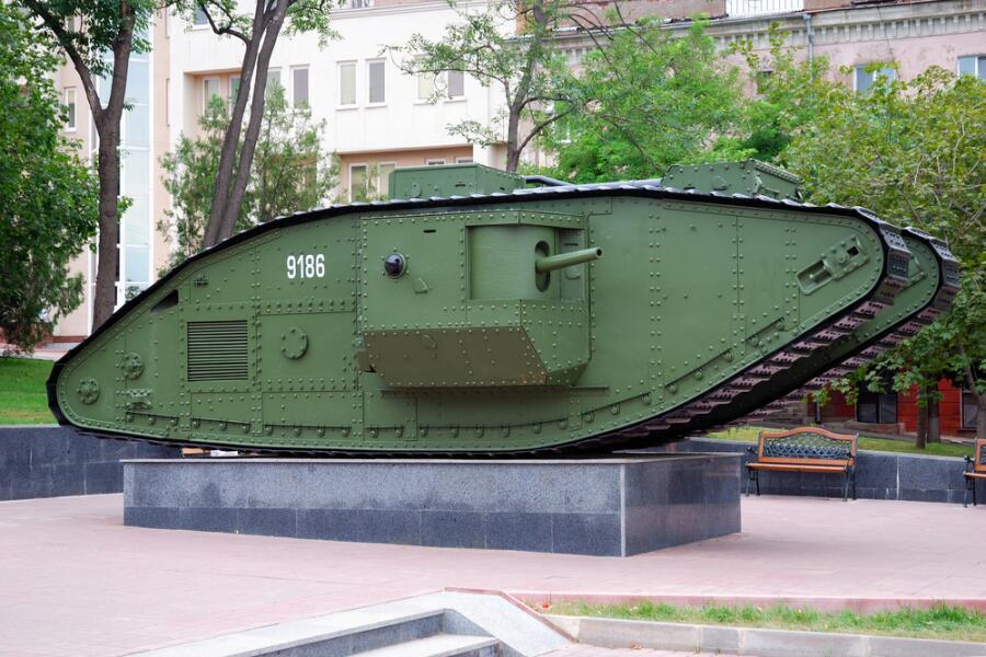 Памятник-танк Mk V в Луганске