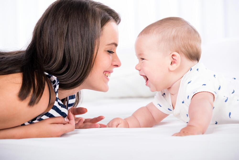 Создать картинки с малышом и мамой