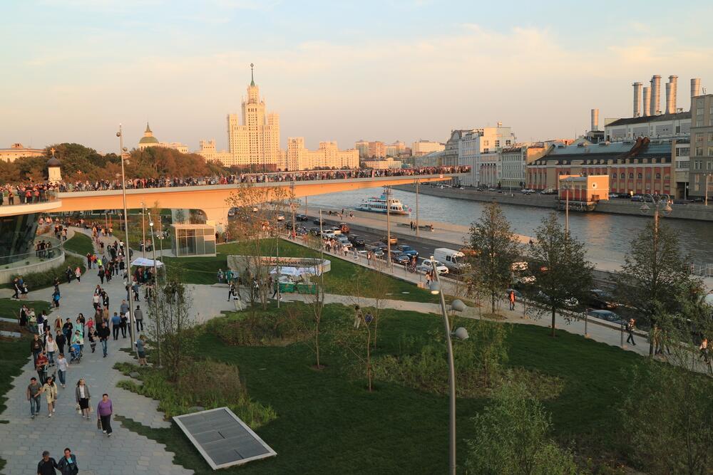 Что теперь под башнями Кремля? Парк «Зарядье»