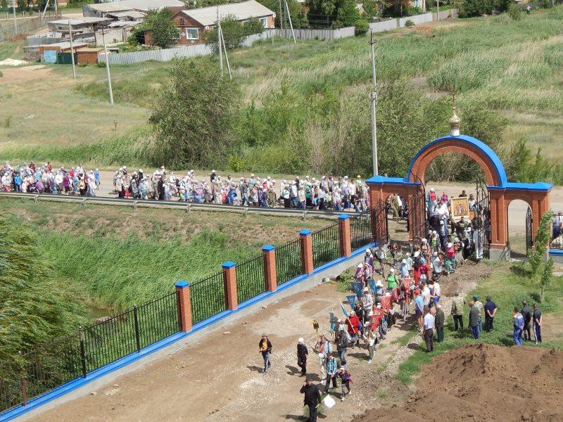 Крестный ход в Вавилов Дол у поселка Горный