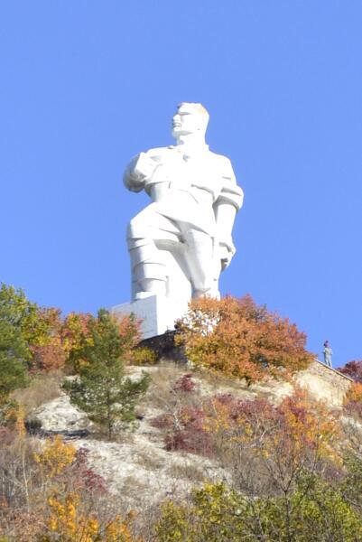 Памятник Артему
