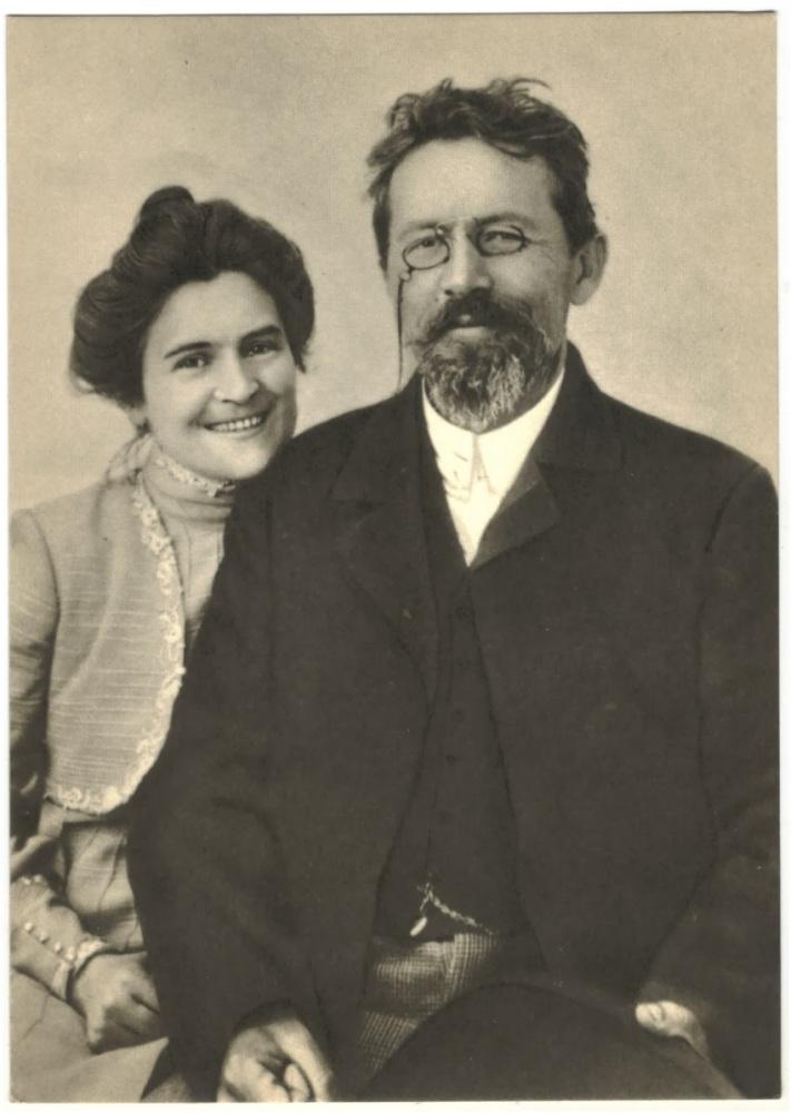 Писатель Антон Павлович Чехов и его жена— актриса Ольга Леонардовна Книппер-Чехова, Ялта, 1901г.