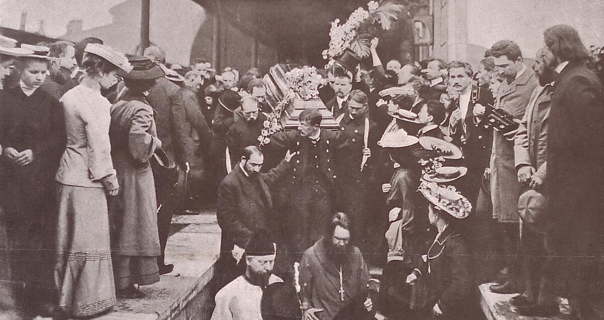 Вынос из вагона гроба с телом А. П. Чехова, Николаевский вокзал, 1904г.