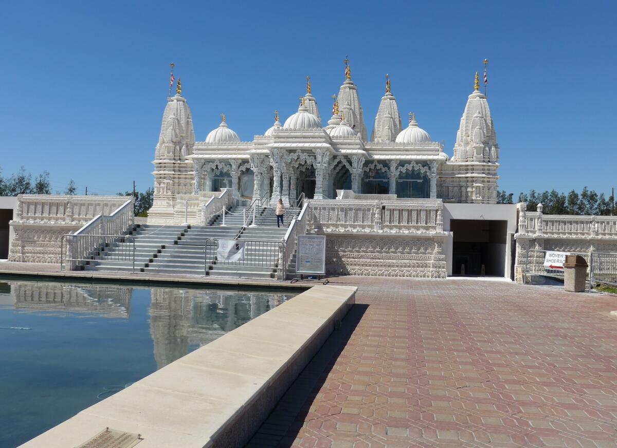 Индуистский храм, фасад и вход