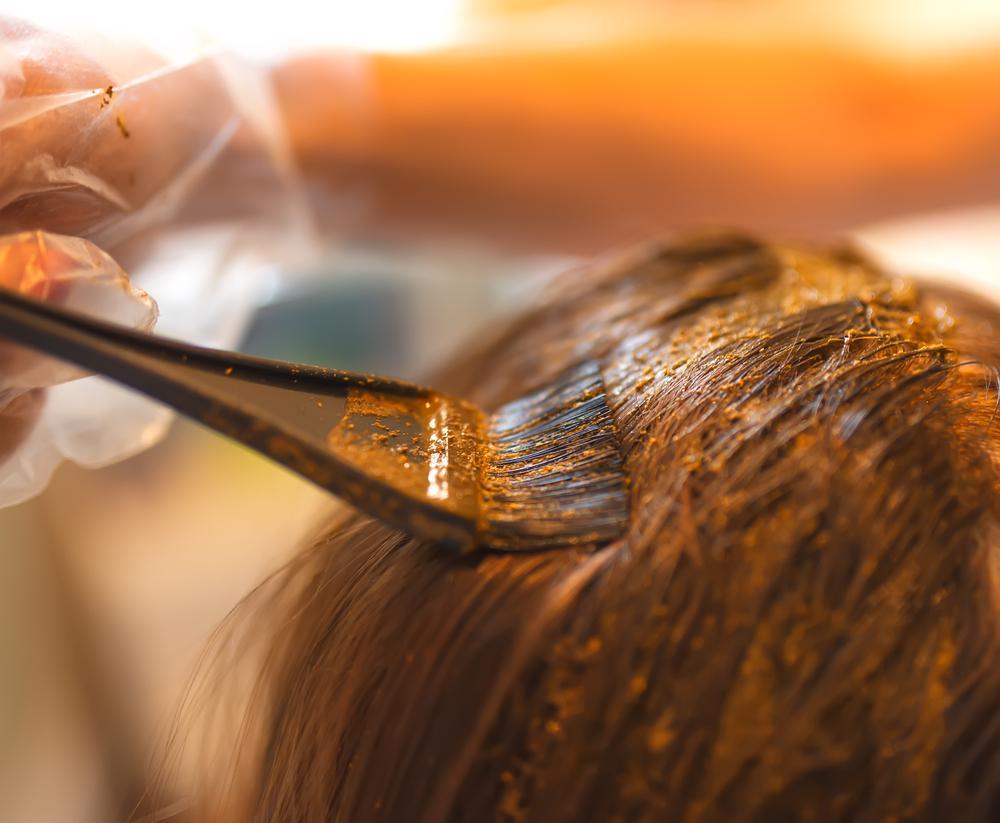 Как окрашивать волосы хной? Достоинства и недостатки процедуры