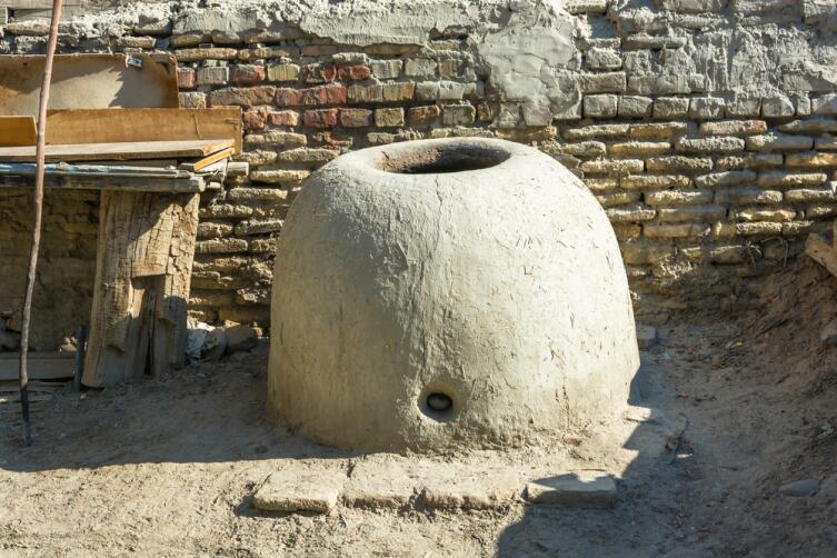 Тандыр - узбекская печь для выпечки хлеба