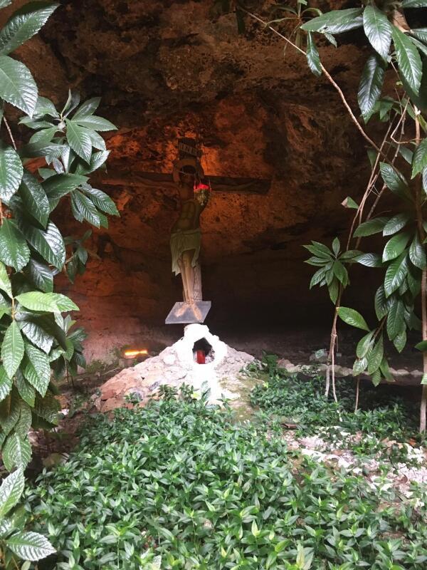 Пещера, место, где была обретена Чудотворная икона.