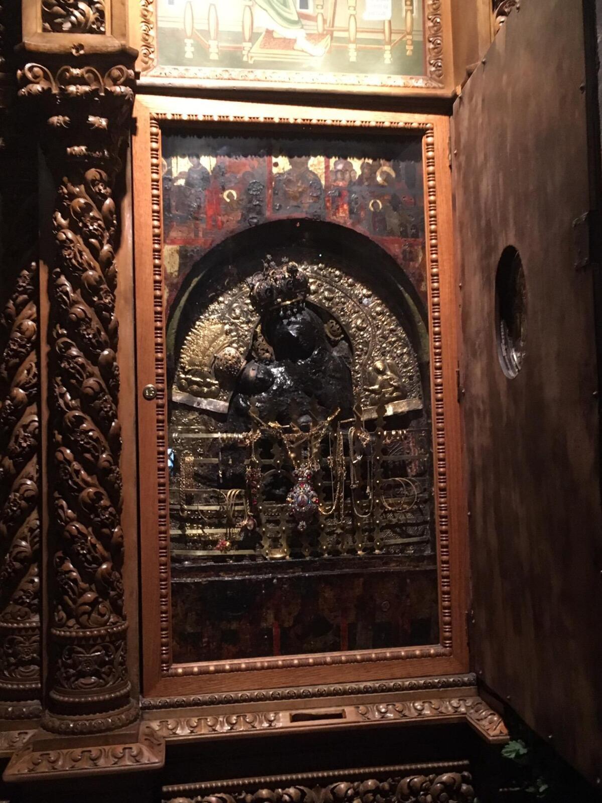 Чудотворная икона Божьей Матери, выполненная Святым Лукой из воска при жизни Богородицы