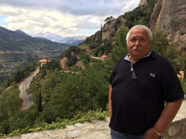 Монастырь Мега Спилеон: что прячут греческие скалы?