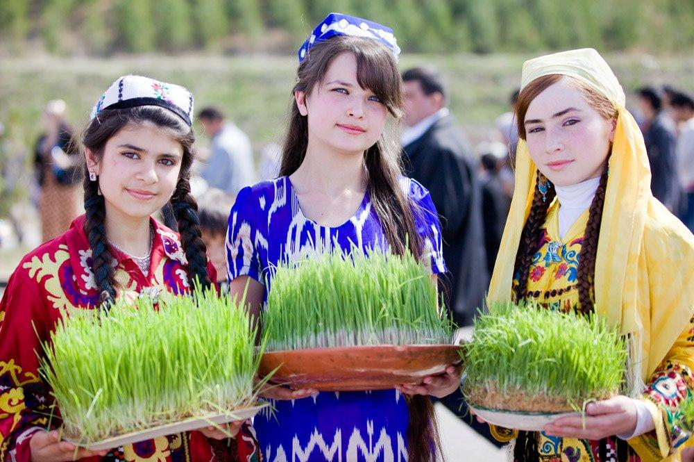 Таджикские девушки на празднике Новруз в Душанбе, Таджикистан