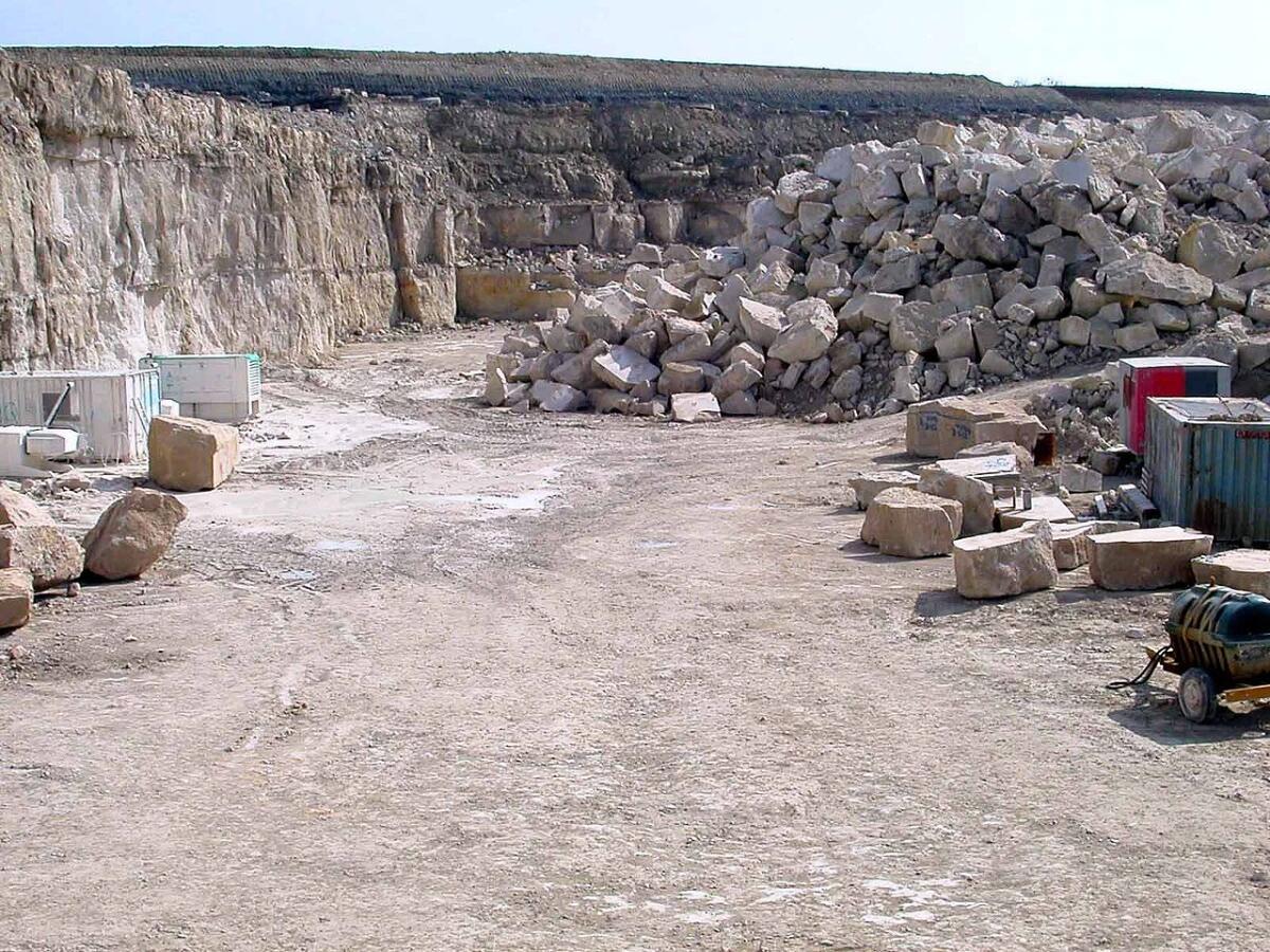 Известковый каменный карьер на острове Портленд, Англия