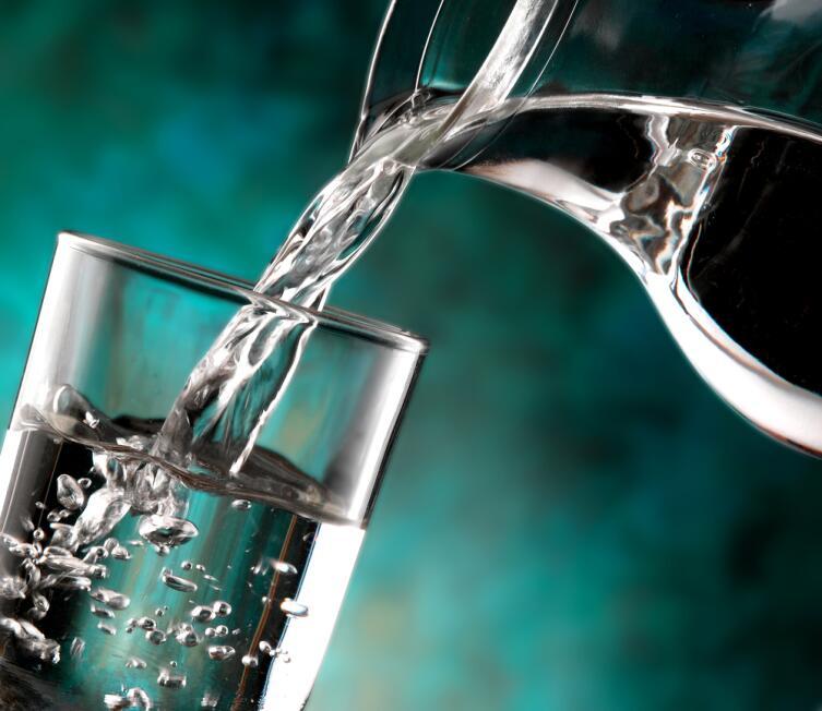 Полезно ли утром натощак пить воду? Японская методика утверждает - да...