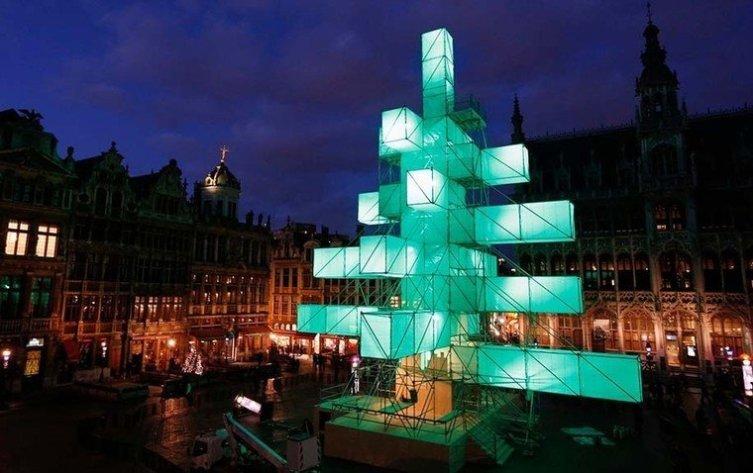Елка-куб на площади Брюсселя