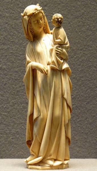 Статуэтка Девы Марии с Иисусом, сделанная из слоновой кости