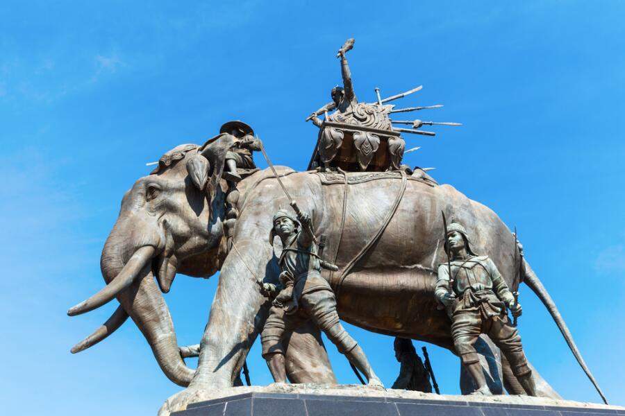 Памятник в городе Аюттхая, Таиланд