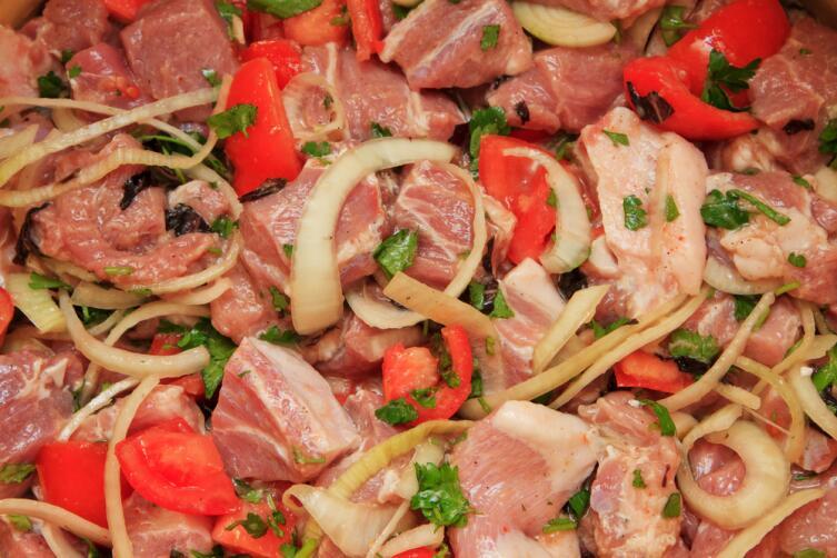 Как замариновать шашлык из свинины?