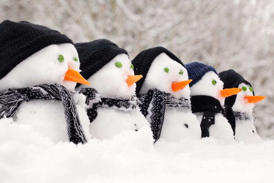Как спасти снеговиков?