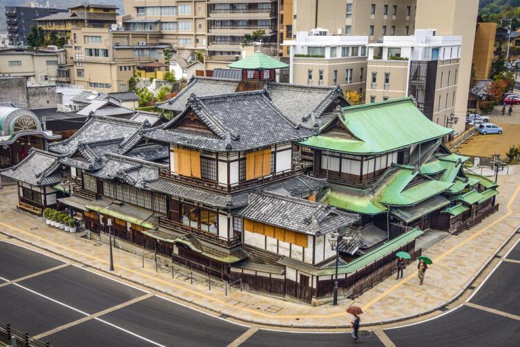 Старейший онсен Dogo Onsen в городе Мацуяма, Япония