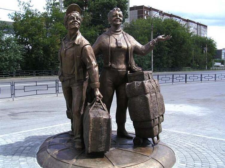 Памятник «челнокам» в Екатеринбурге