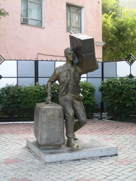 Памятник «челнокам» Благовещенск