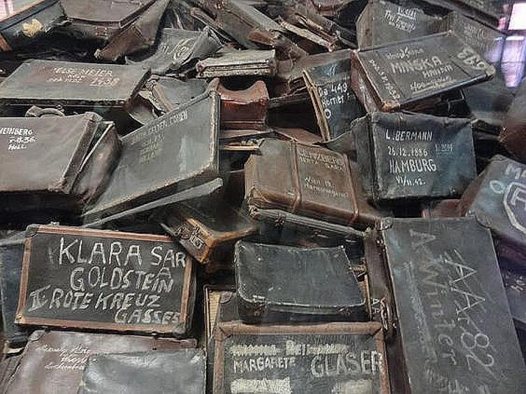 Чемоданы в Освенциме