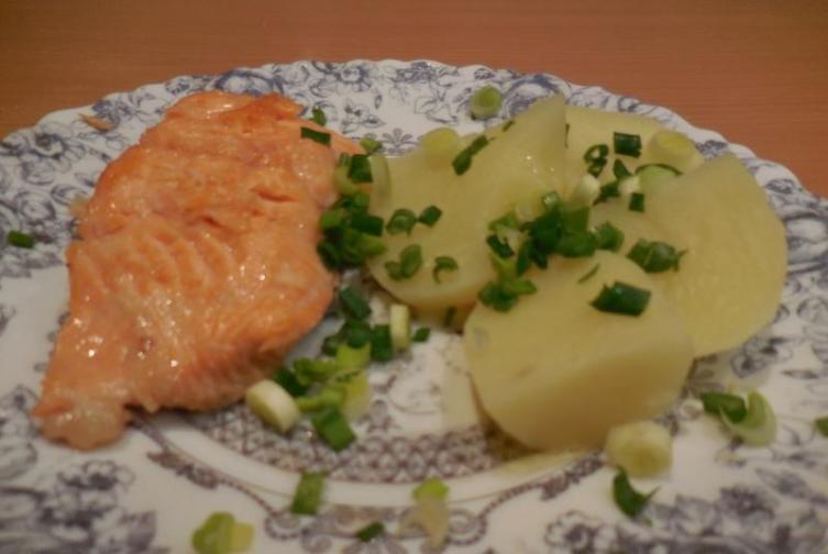 Лучший гарнир к жареной рыбе - отварной картофель