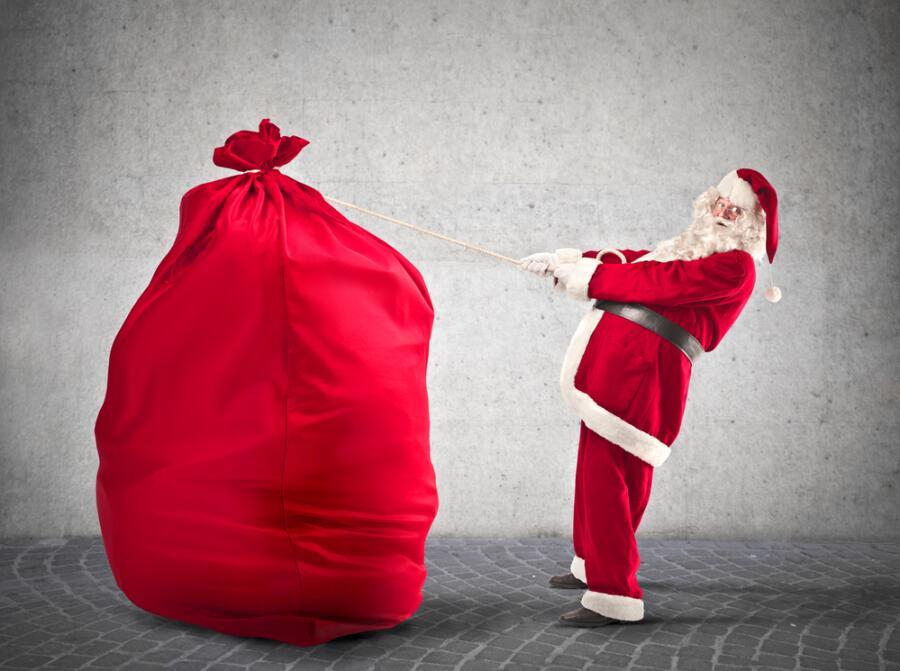 Отец Рождество. Кто приносит праздничные подарки?