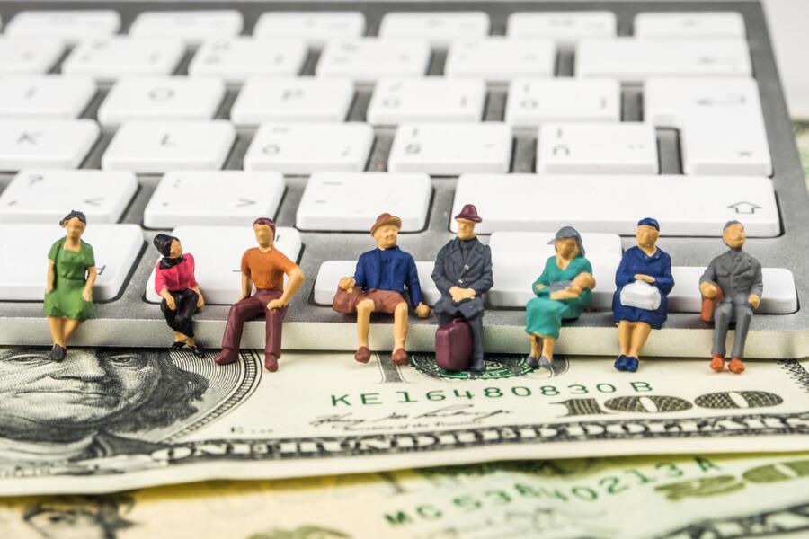 «Банковские улыбашки». Что связывает банковскую работу и экстрасенсов?