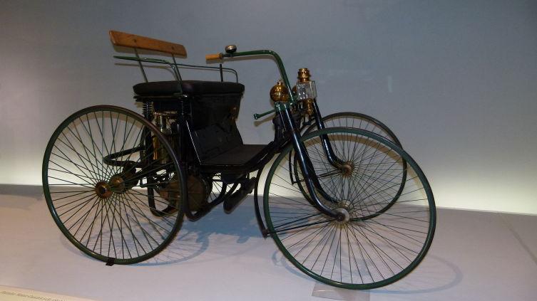 Автомобиль Даймлера с ДВС 1889 года