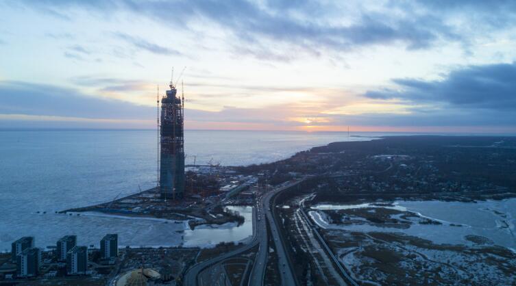 Строительство Лахта-центра на фоне заката