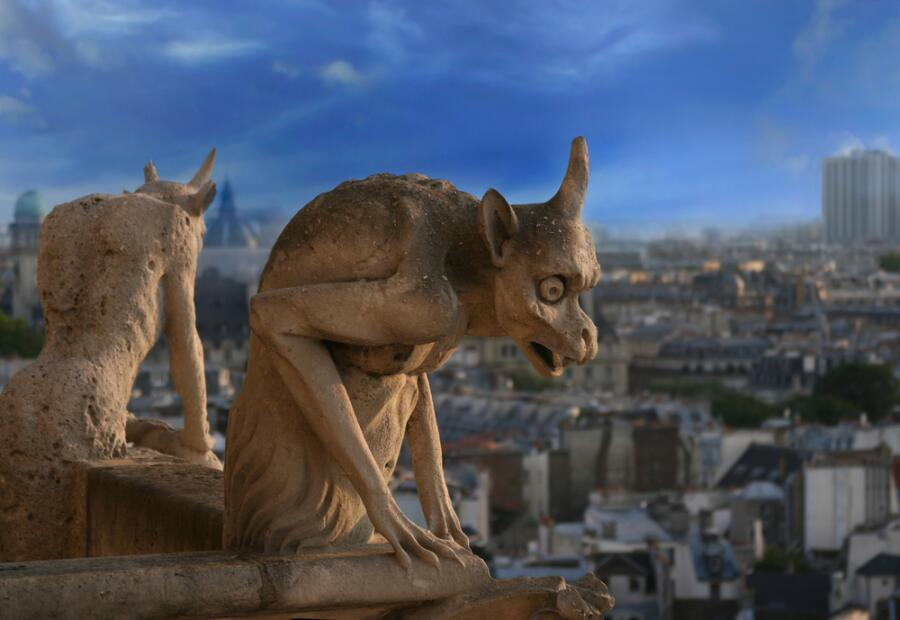 Химеры - выдуманные животные, на снимке горгульи Нотр Дам де Пари