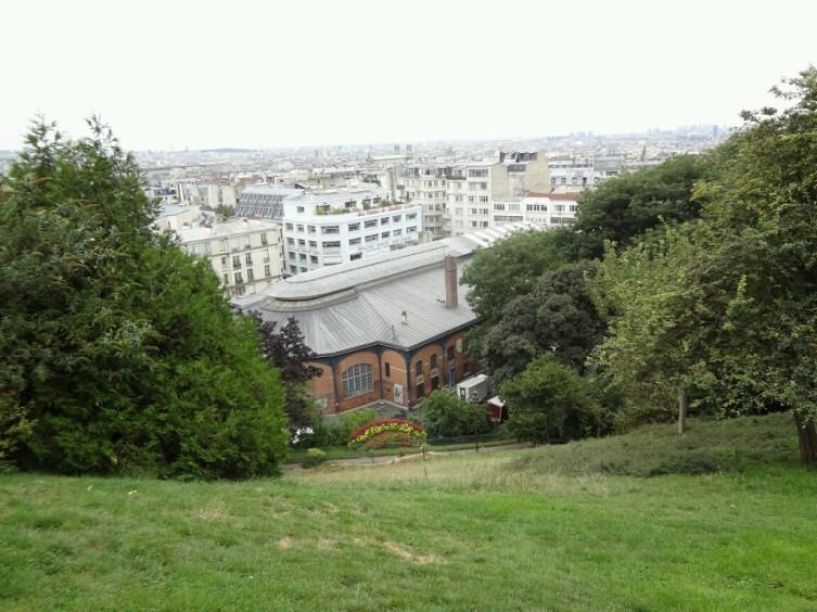 Прелесть Парижа открывается с Монмартра даже тогда, когда смотришь на него одним глазом