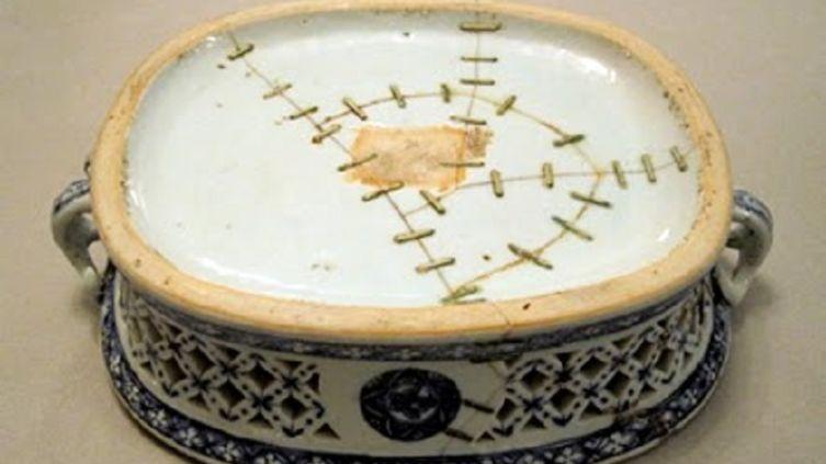 Нанкинская ваза ок. 1750 г., отреставрированная скрепами
