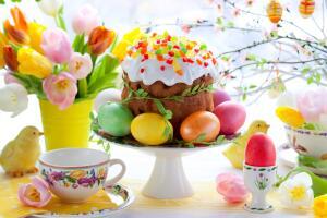 Сколько взрослых и детей будет вовлечено сегодня в увлекательный процесс разукрашивания пасхальных яиц...