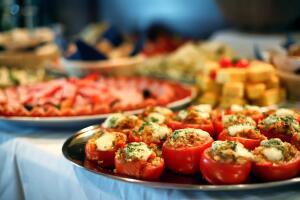 Как устроить домашнее застолье, если ты на диете?