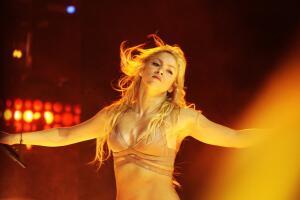 Какими песнями Шакира завоевала англоязычный рынок?