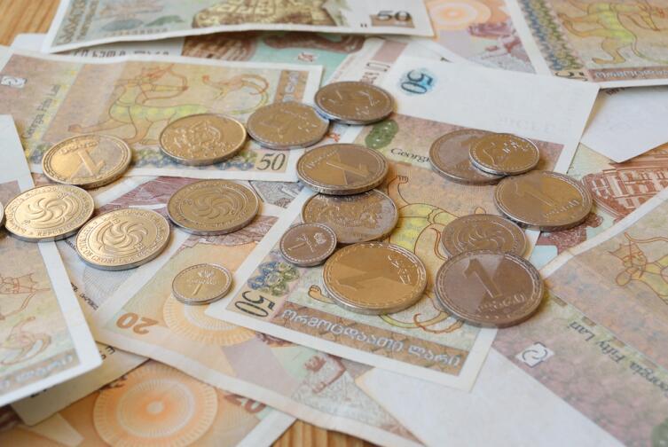 Грузинские монеты лари и тетри
