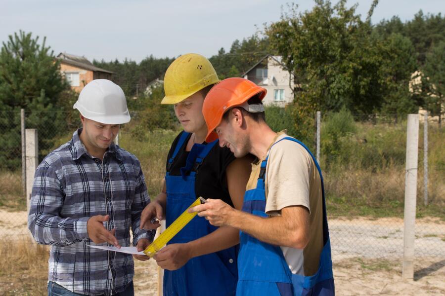 Как найти хорошую бригаду для строительства дома?