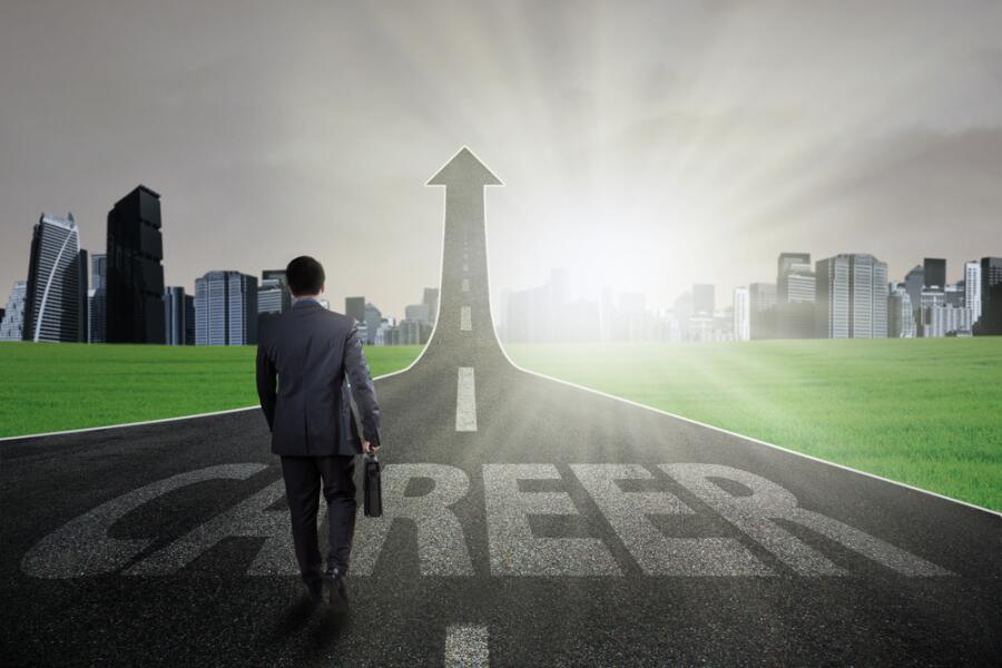 Почему не стоит отказываться от карьерного роста?