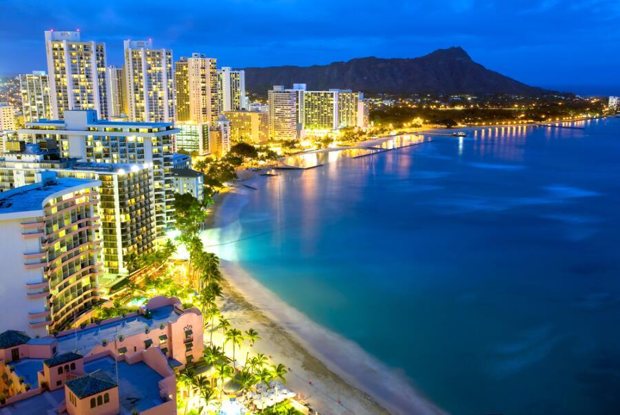 Пляж Вайкики в Гонолулу, Гавайи, США