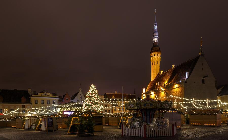 Таллин, Ратушная площадь поздним вечером