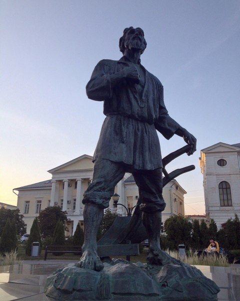 Монумент Тамбовскому Мужику