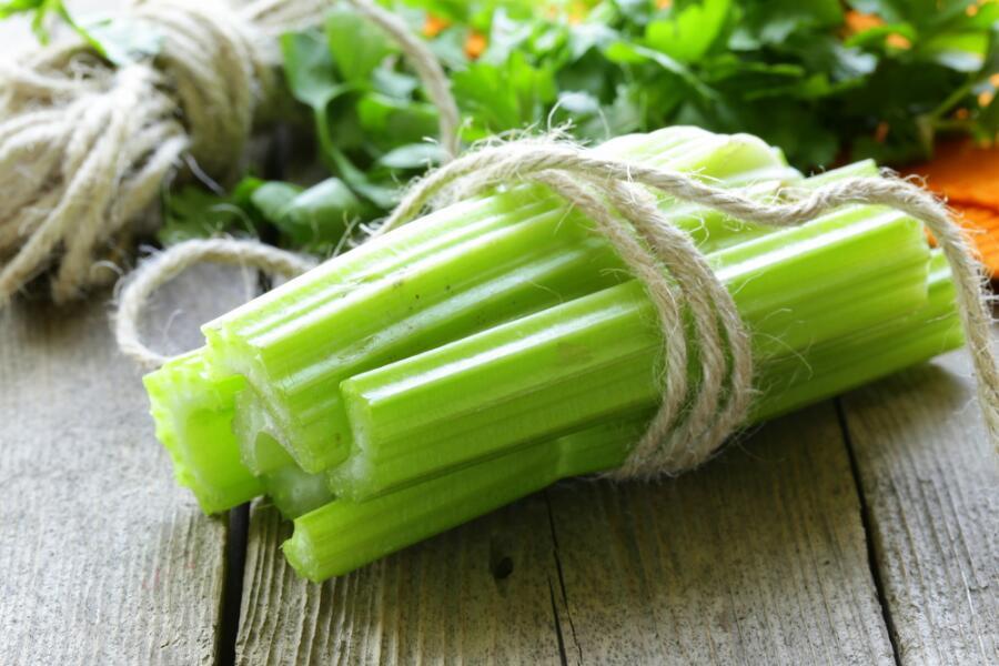 Как приготовить «энергетический» салат с сельдереем?