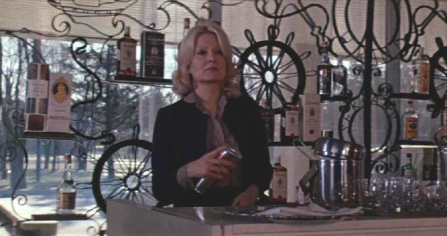 Эве Киви в роли сотрудницы иностранных спецслужб в фильме «Кольцо из Амстердама»