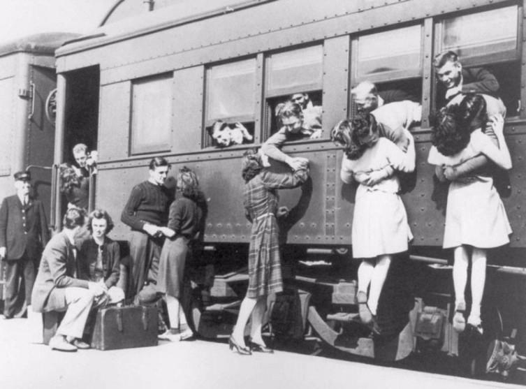 Прощание на вокзале перед отъездом на Вторую мировую войну