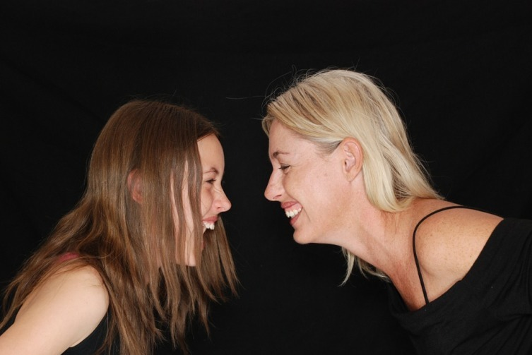 Смех снимает напряжение и помогает разрядить обстановку