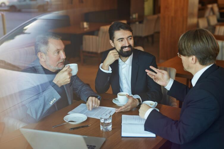 Как провести деловые переговоры за обеденным столом?