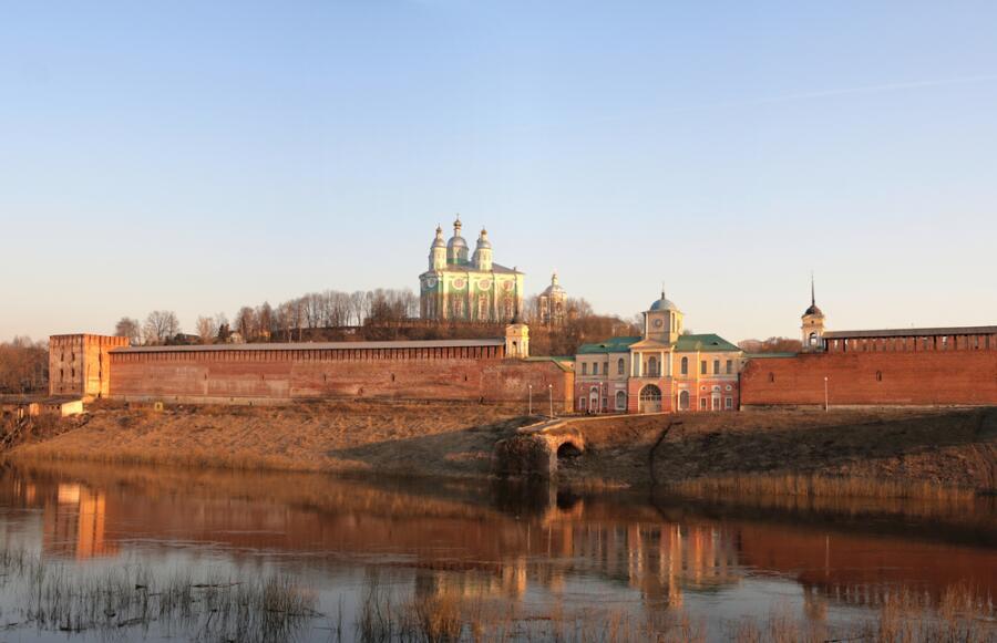 Вид на Успенский собор в Смоленском кремле