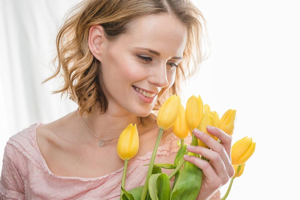 Картинки счастливых женщин 8 марта