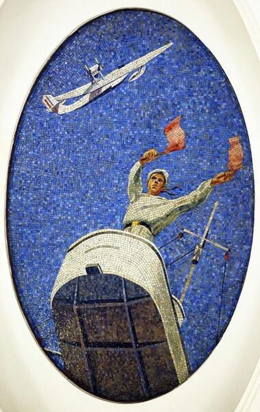 Сигнальщик на плафоне ст. Маяковская, Москва